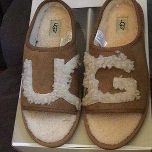 NWT UGG slipper shoe.